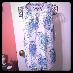 💞🌸Blue floral dressy sleeveless top🌸💞